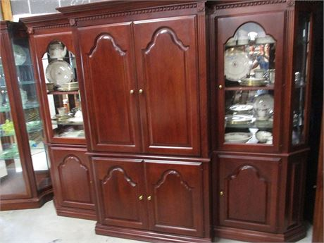 STUNNING CHERRY-STAINED ENTERTAINMENT CENTER WITH LIGHTED DISPLAY