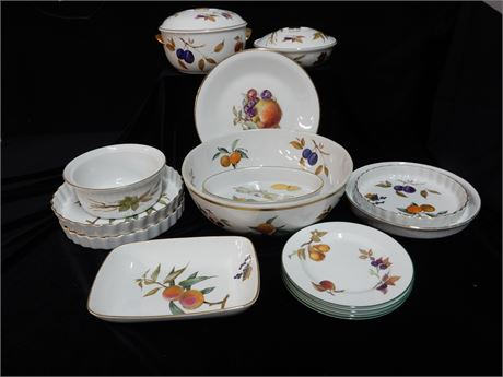 Royal Worcester Evesham Fine Porcelain Made in England