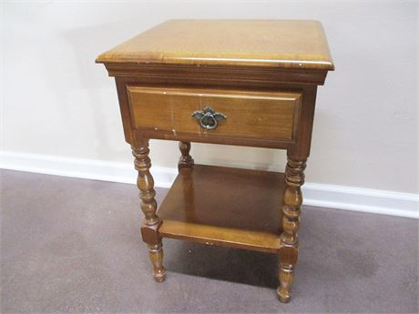 SMALL VINTAGE MAPLE SIDE TABLE WITH DRAWER