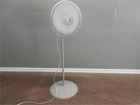 General Electric Lightweight Floor Fan