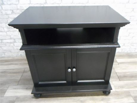 BLACK TV STAND/ENTERTAINMENT CABINET