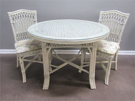 Lexington Casual White Wicker Dining Table Protective Glass Top 2 Wicker Chairs