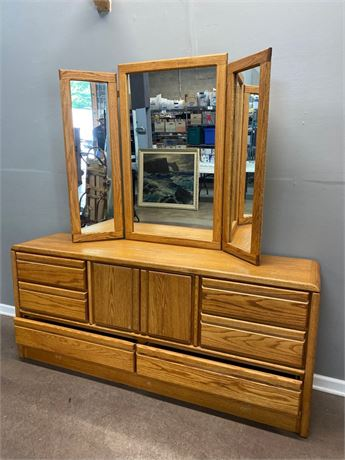 Oak Tri-Fold Mirror Dresser