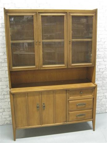 MID CENTURY DREXEL CHINA HUTCH