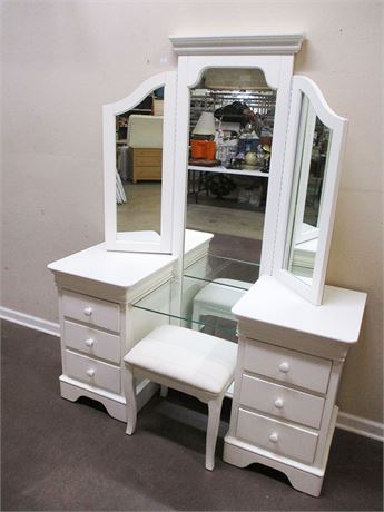 LOVELY VANITY BY STANLEY