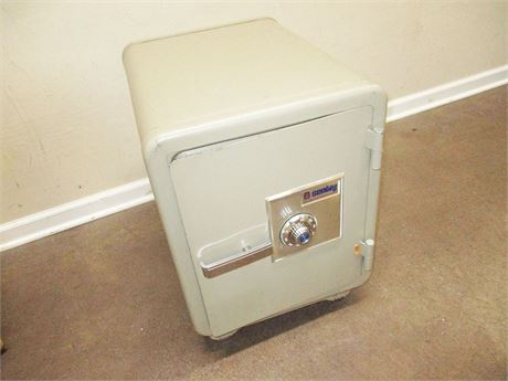 SENTRY FIREPROOF COMBINATION SAFE