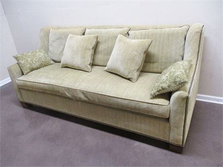 NAILHEAD TRIM SOFA BY HICKORY CHAIR