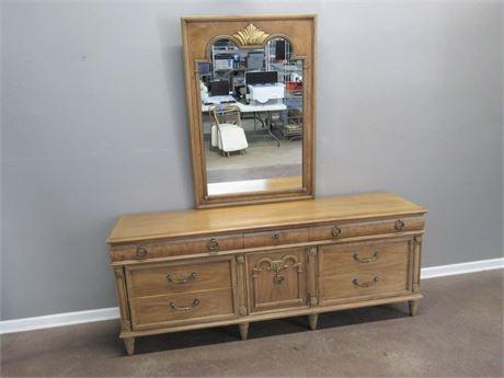 Large Thomasville 9-Drawer Dresser with Mirror