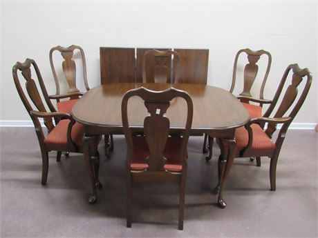FRANK S. HARDEN CO. DINING TABLE WITH 6 CHAIRS, 3 LEAVES AND TABLE PADS