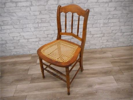 VINTAGE SPINDLE-BACK CANE SEAT CHAIR