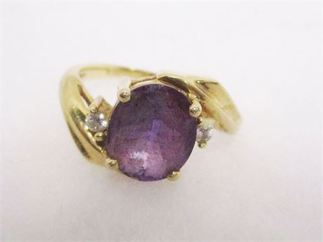 SIZE 7 14KT GOLD RING WITH PURPLE STONE AND DIAMONDS