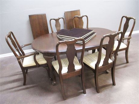 LOVELY QUEEN ANNE DINING TABLE, CHAIRS, LEAVES, AND TABLE PADS