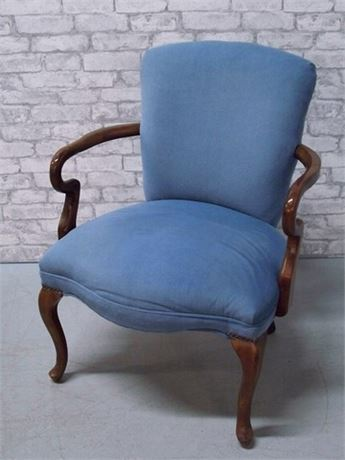 BLUE UPHOLSTERED SIDE CHAIR WITH WOOD ARMS AND CABRIOLE LEGS