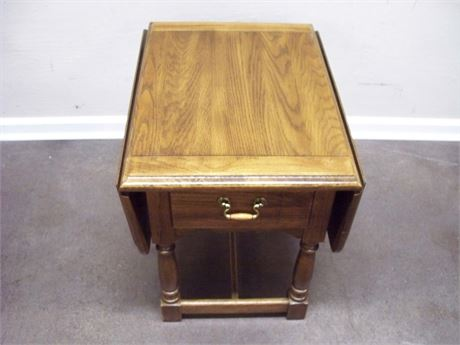 NICE DROP-LEAF END TABLE WITH DOVETAIL DRAWER