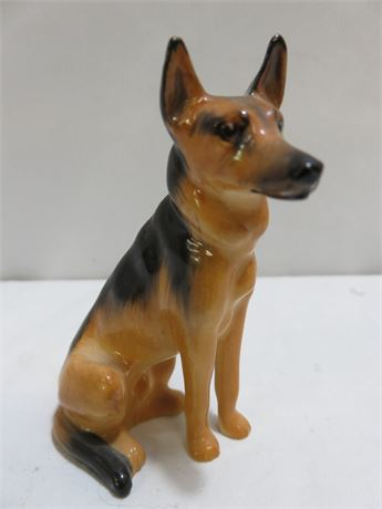ROYAL DOULTON Alsatian German Shepard Dog Figurine