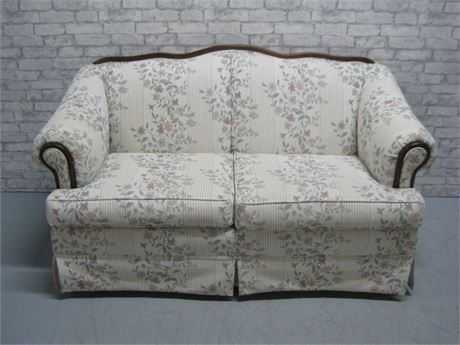 BROYHILL FURNITURE FLORAL LOVESEAT