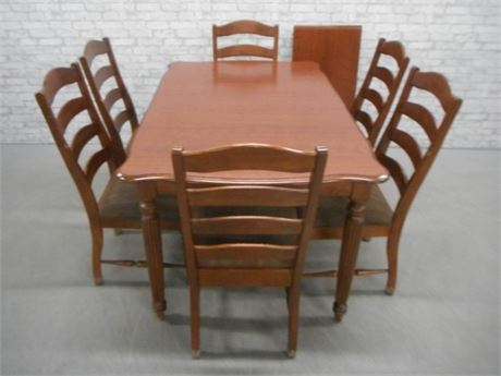 COCHRAN FURNITURE CO. TABLE WITH LEAF AND 6 CHAIRS