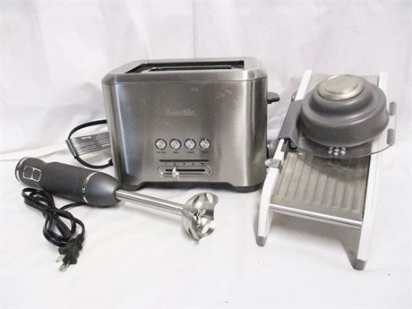 LOT OF KITCHEN ELECTRICS FEATURING BREVILLE AND CHEF-MATE