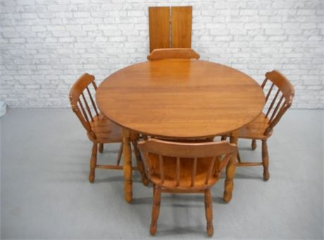 MOOSEHEAD FURNITURE DINETTE TABLE AND 4 CHAIRS
