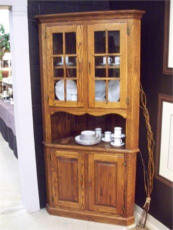 NICE LOOKING CORNER OAK HUTCH