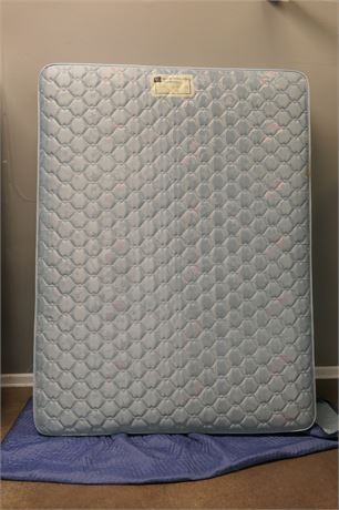 """Serta Perfect Sleeper Queen Mattress and 2 Sealy 30"""" Box Springs"""