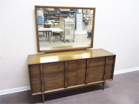 LOVELY MID-CENTURY MODERN 6-DRAWER DRESSER BY RED LION TABLE COMPANY