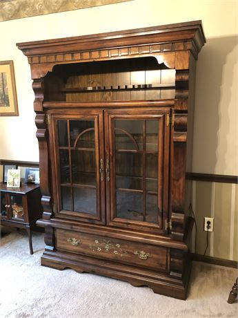 Singer Pine Hutch/China Cabinet