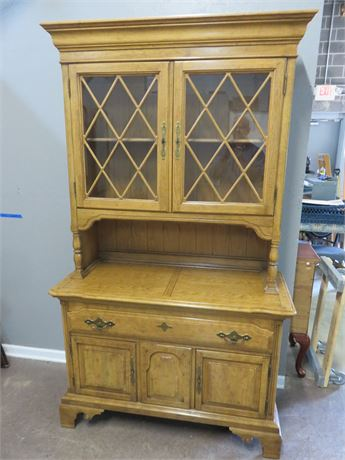 THOMASVILLE Country Manor Hutch