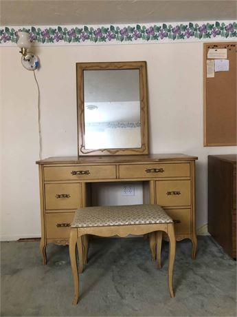 Vintage Vanity Dresser Set