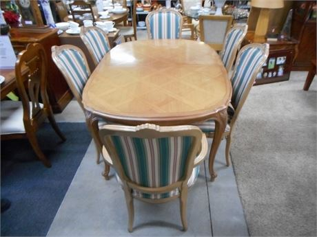 BEAUTIFUL CENTURY FURNITURE DINING TABLE WITH 6 CHAIRS AND 2 LEAVES