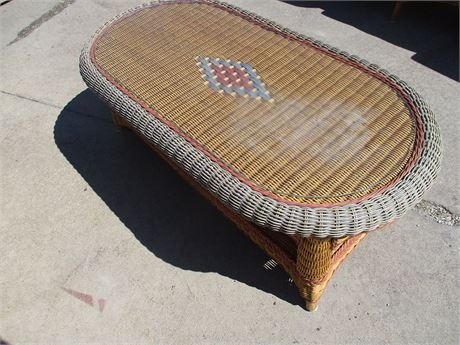 BEAUTIFUL WICKER TABLE WITH GLASS TOP