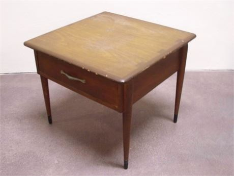 MID CENTURY END TABLE WITH DOVETAIL DRAWER