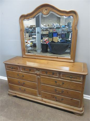 NATIONAL MT. AIRY Knotty Pine Dresser