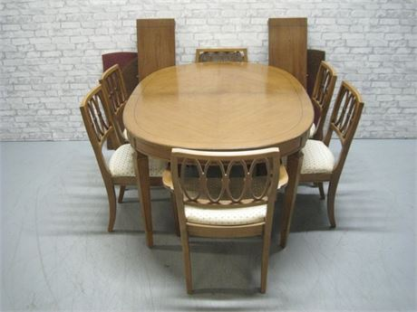 VINTAGE DINING TABLE WITH 6 CHAIRS 2 LEAVES AND PADS