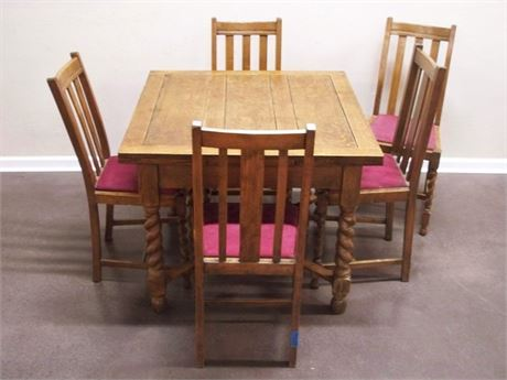 VINTAGE OAK TABLE WITH PULL-OUT LEAVES AND 5 CHAIRS