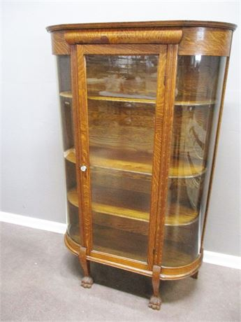 VINTAGE QUARTER-SAWN OAK CURIO WITH CARVED FEET