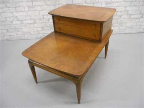 NICE MID CENTURY 2-TIER END TABLE WITH DOVETAIL DRAWER