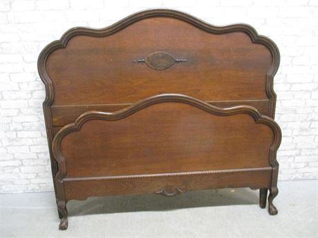 BEAUTIFULLY CARVED VINTAGE BED (HEADBOARD AND FOOTBOARD)