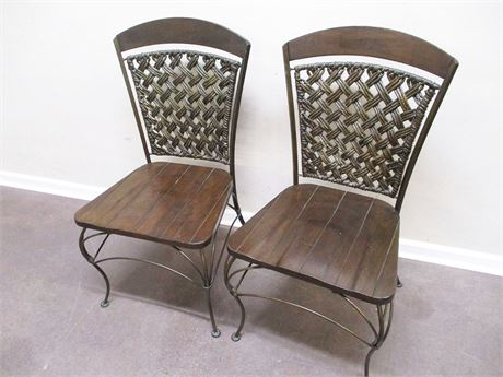 LOT OF 2 VINTAGE CHAIRS WITH WOVEN BACKS