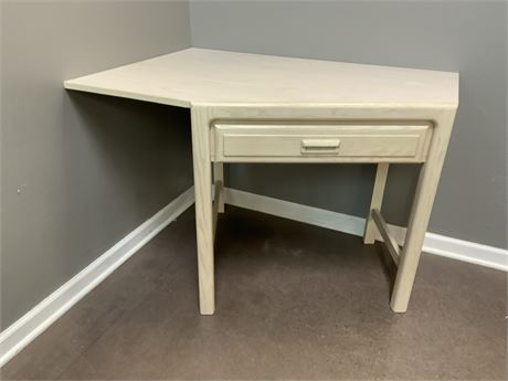 STANLEY Furniture Corner Desk