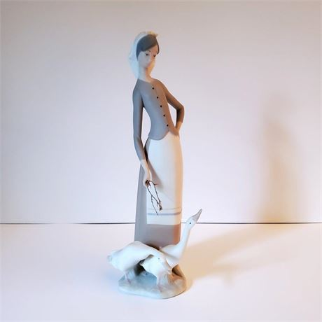 "Lladro Figurine ""Girl With Geese"" #1035"