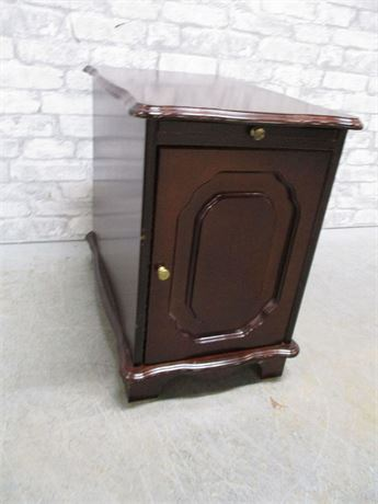 SIDE TABLE WITH PULL-OUT SHELF
