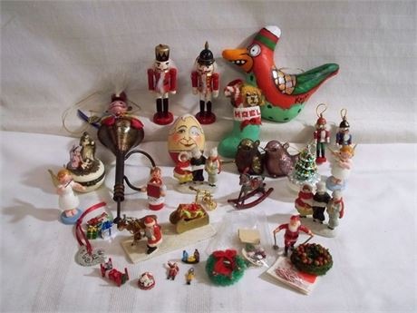 LARGE CHRISTMAS LOT - LOTS OF SMALLS DECORATIONS AND ORNAMENTS - OVER 30 PIECES